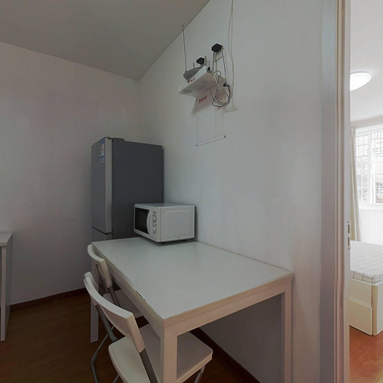 整租·康健路120弄 1室1厅 南卧室图