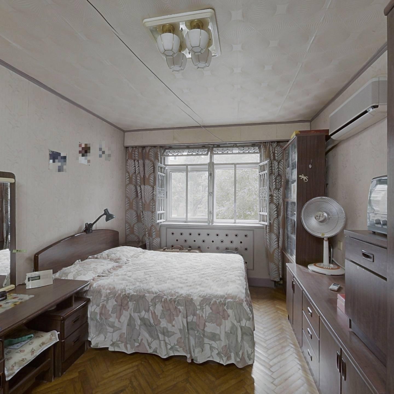 谊景村 一室两厅  二楼 2.3平米的大飘窗