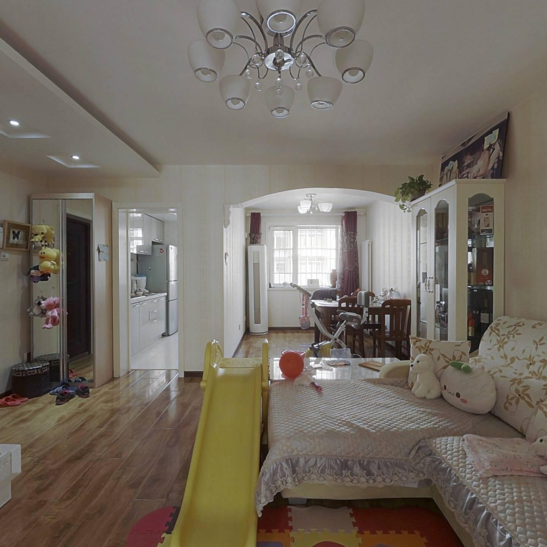 私产房满五年 出行方便户型方正 居住方便舒适