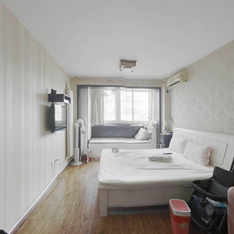 一室精装修,阳面,看房方便,交通方便,适合居住