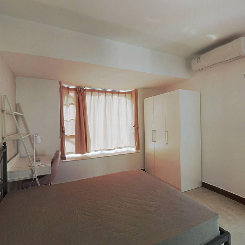 合租·金田花苑 4室1厅 南卧室图