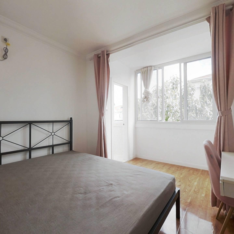 合租·龙山新村 3室1厅 南卧室图