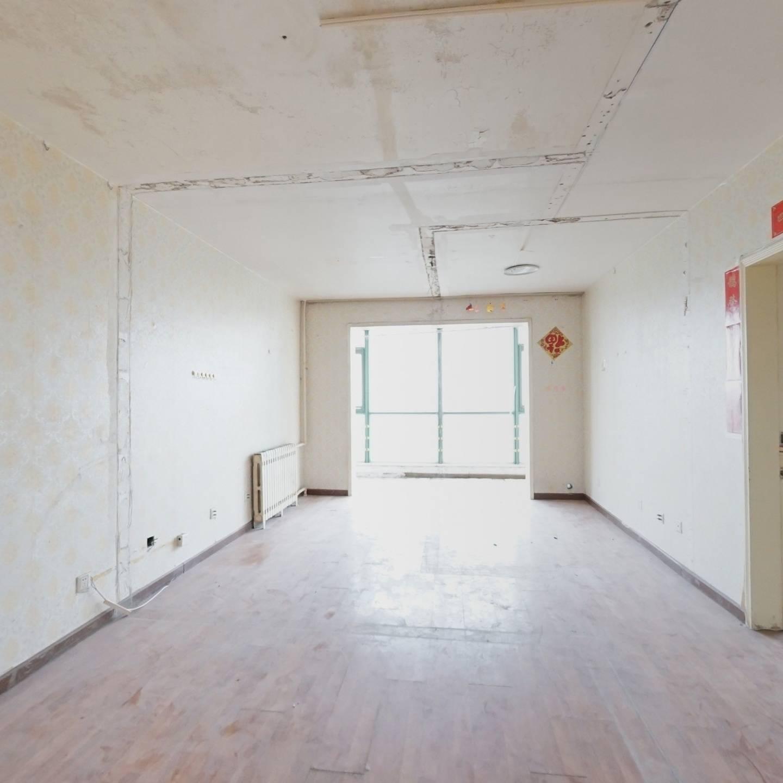 满五年唯一东南向客厅落地阳台两居室