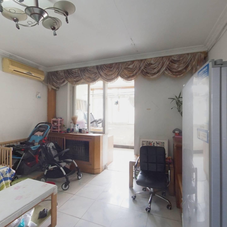 正规两居室,南北通透户型方正,诚心出售,看房方便