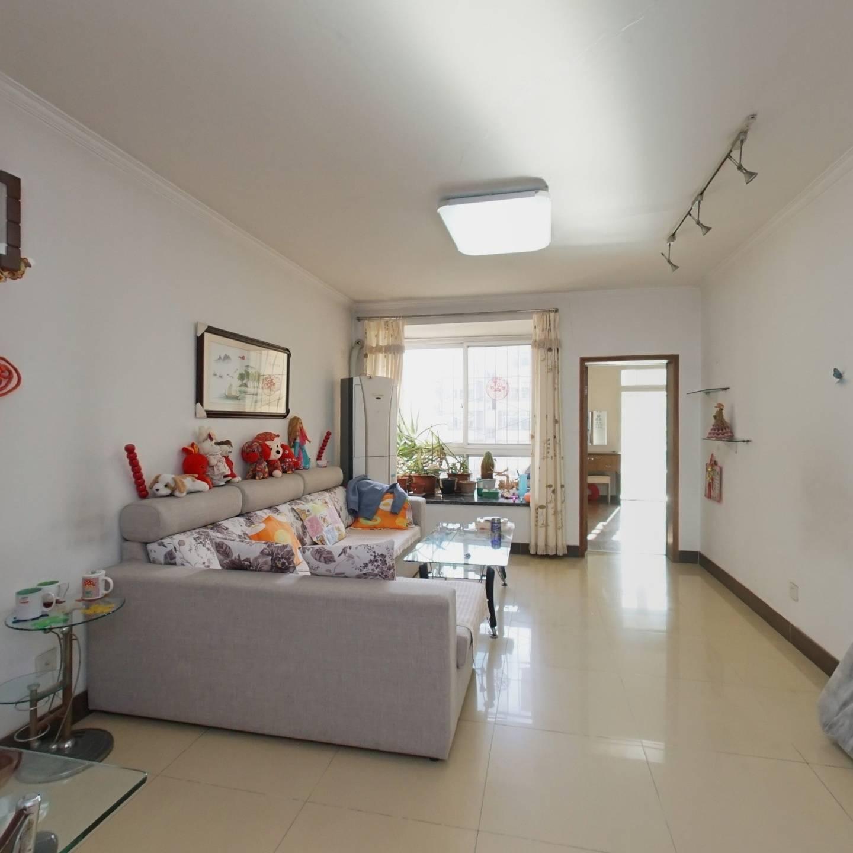 满五年且家庭一套住房,楼层中间层,适合居住。