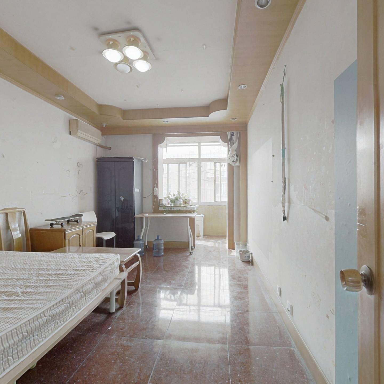 万寿寺北里,南北通透两居室。中间楼层采光视野好