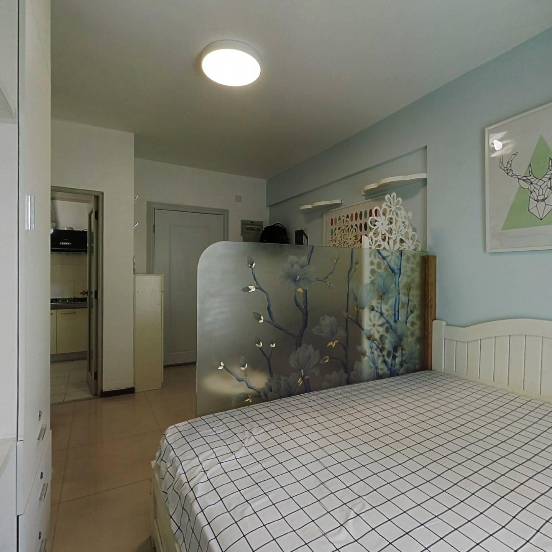 海景公寓,精装修一房,70年产权,朝南向可看海景。