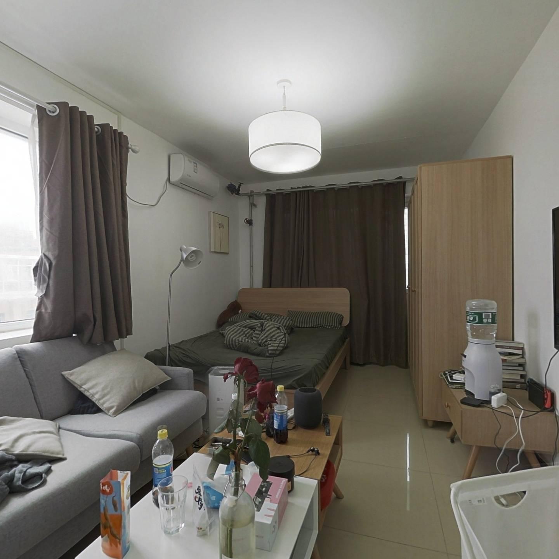 1995年楼龄,明厨明卫一居室,客厅可摆沙发电视