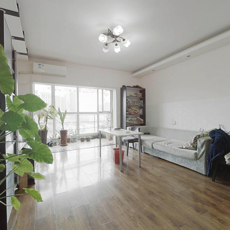 满五年唯一三居室 业主诚心出售 看房随时