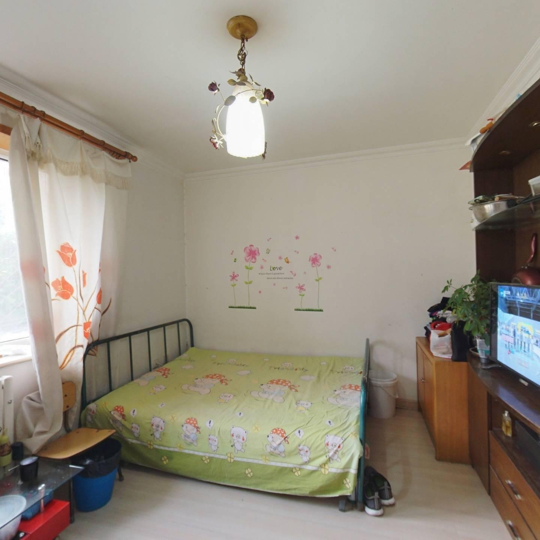 四环内韩庄子四里 满五唯一 正规三居室带阳台 中间层