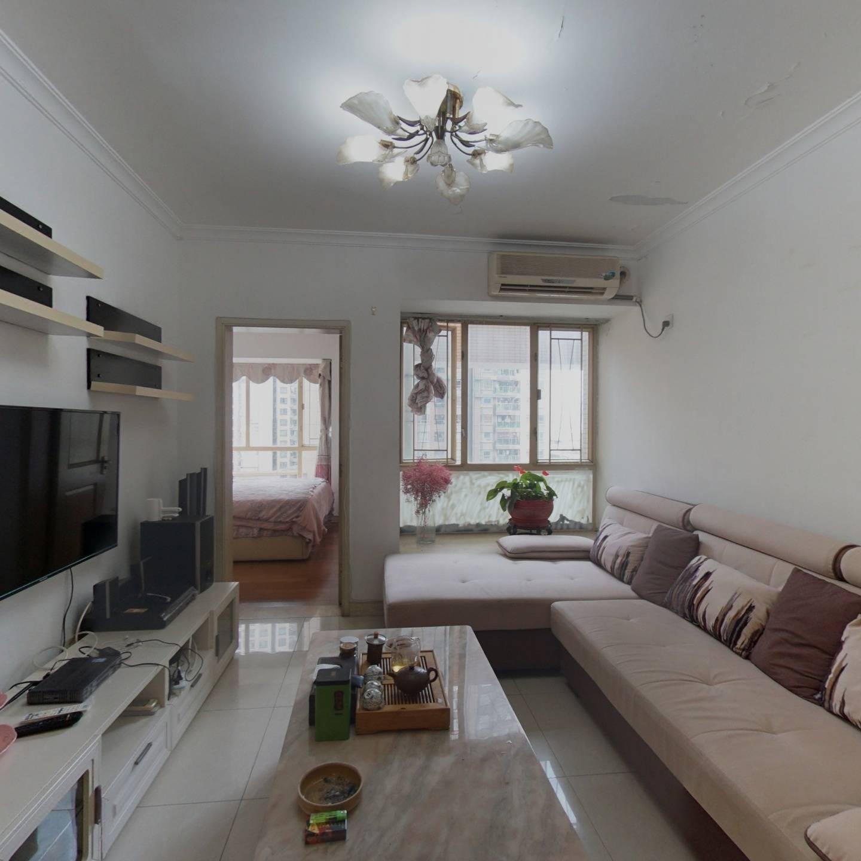 此房户型方正客厅和卧室均带眀窗居住舒适度高。