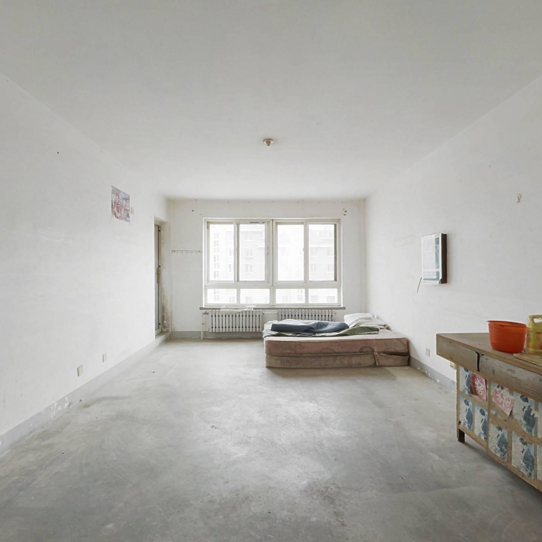 湾里东通透户型,落地窗,南客厅,中间楼层