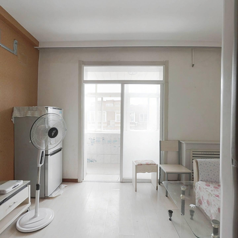 景山小区一室一厅正方形  户型规矩