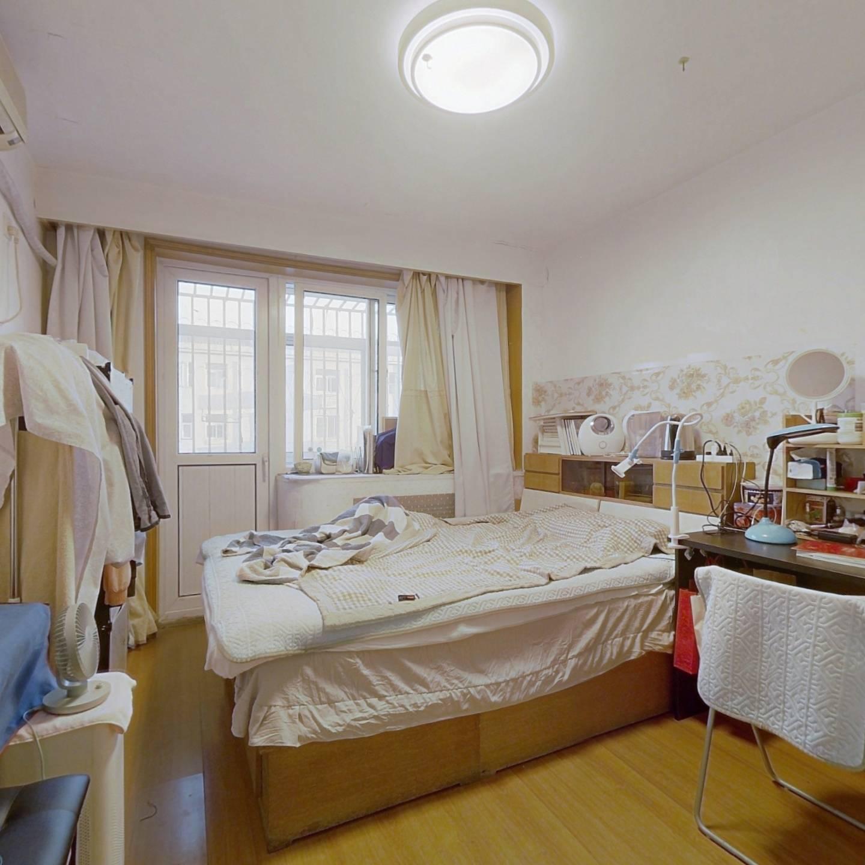 有客厅3居室,诚意出售,看房提前预约,价格可谈