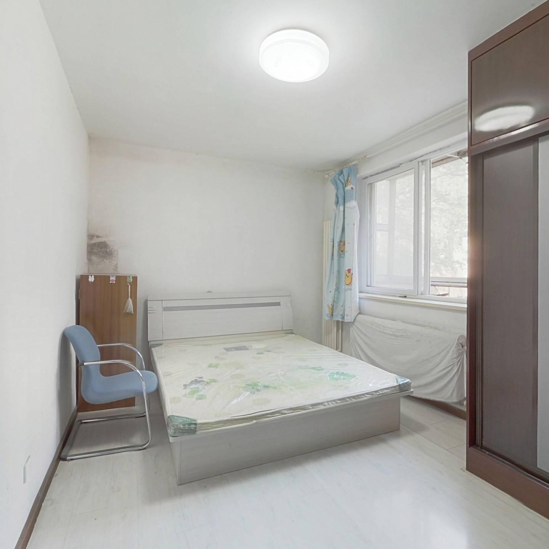 房主自住两室 装修赶紧 不挡光 位置安静 中间楼层