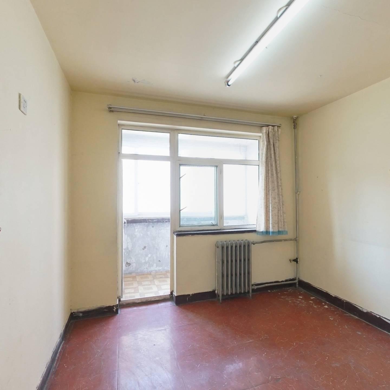 东大街一居室, 总价低,近地铁,满五年唯一商品房。