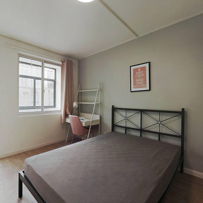 合租·青岛路小区 3室1厅 南卧室图