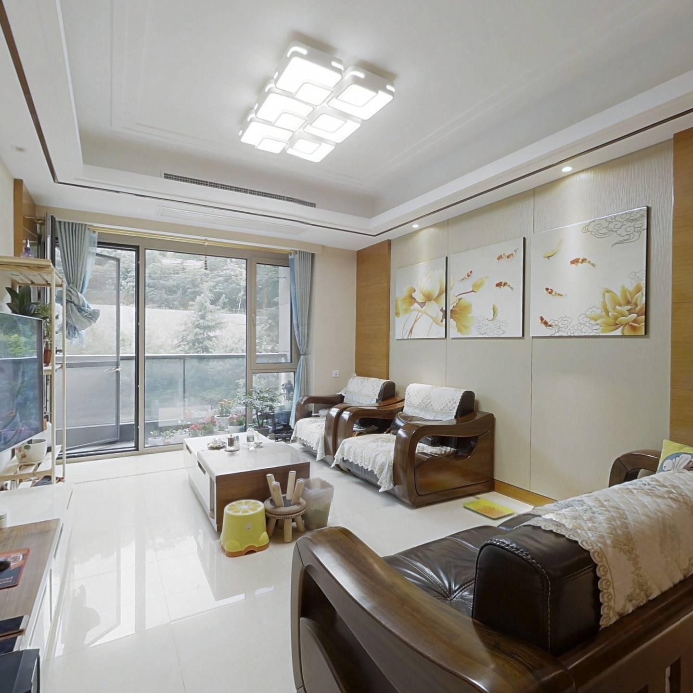 绿城桃源里,一期三室精装修,两梯一户大走廊。