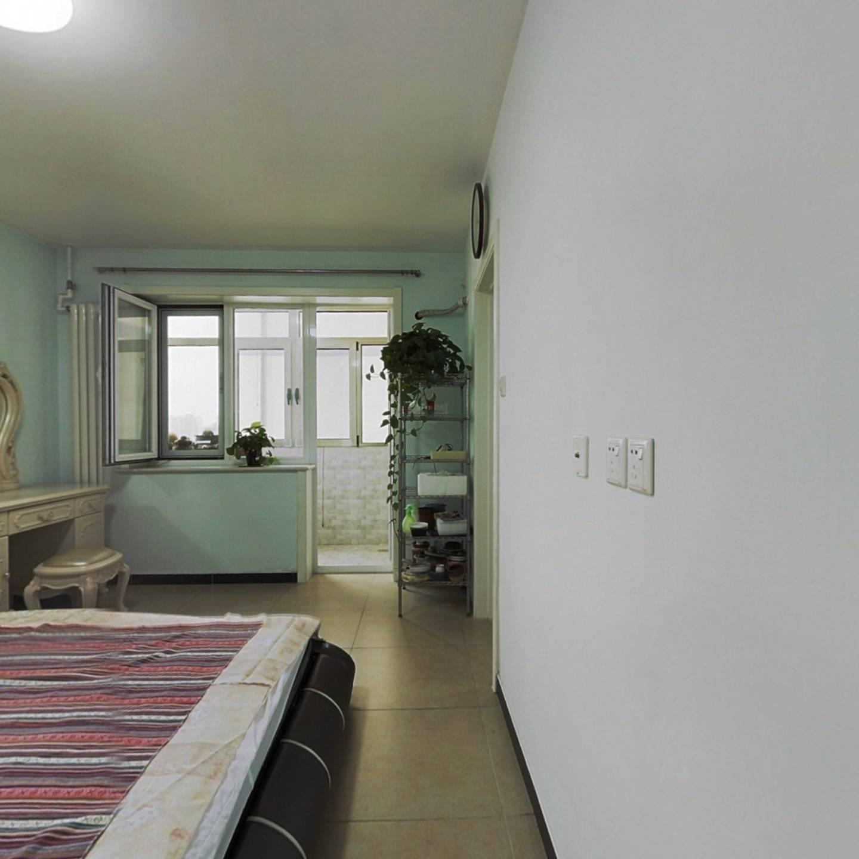 东南北三居室 满五唯一央产房 精装修保养可拎包入住