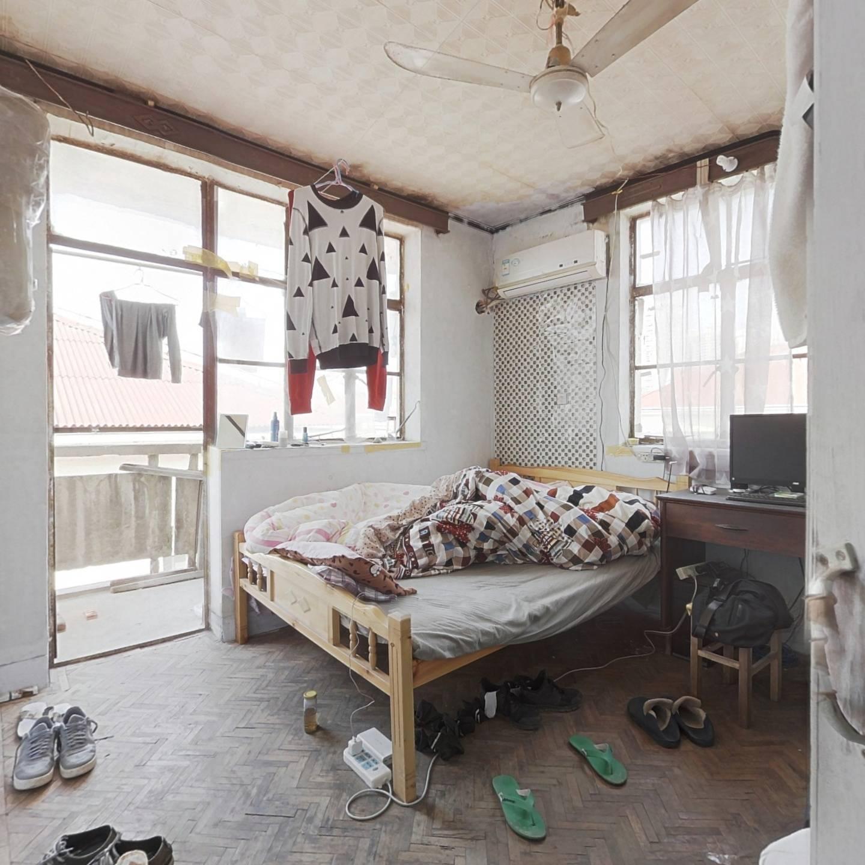 江苏路地铁口 一室一厅 总价低 首付仅63万 看房随时