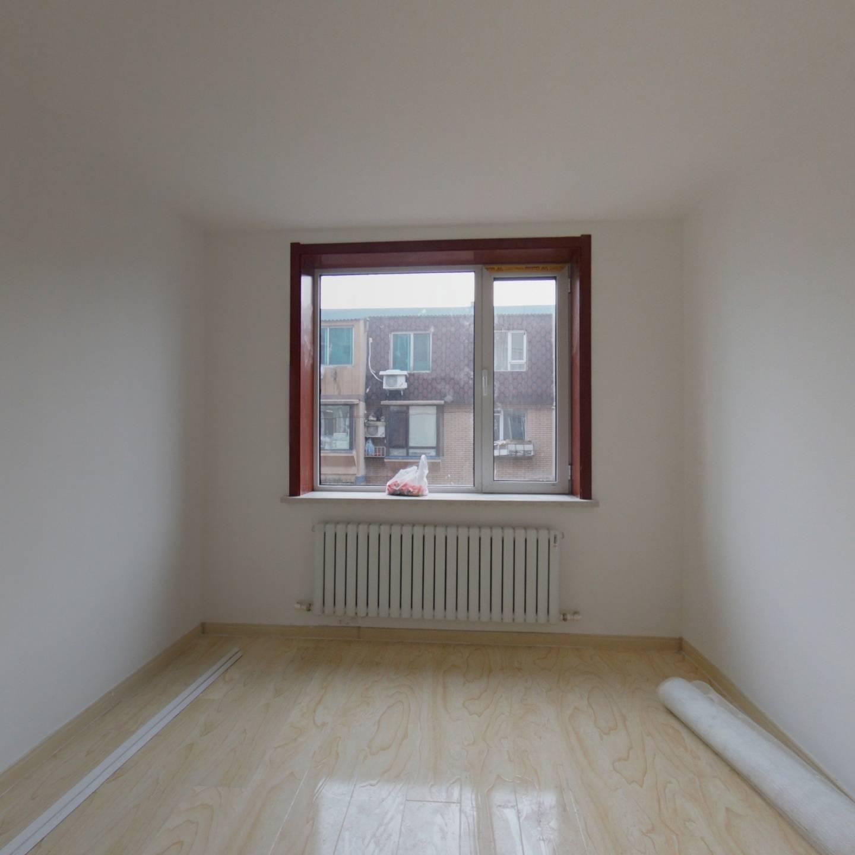 八一路 新装修两室两厅 中间楼层 看房有钥匙