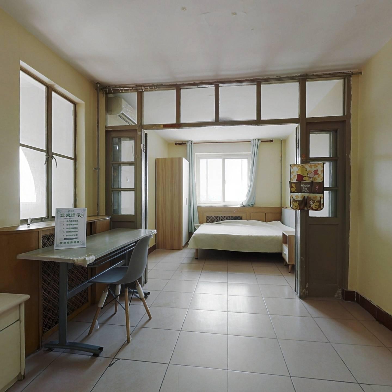 满五年公房,带电梯,正规两居室。