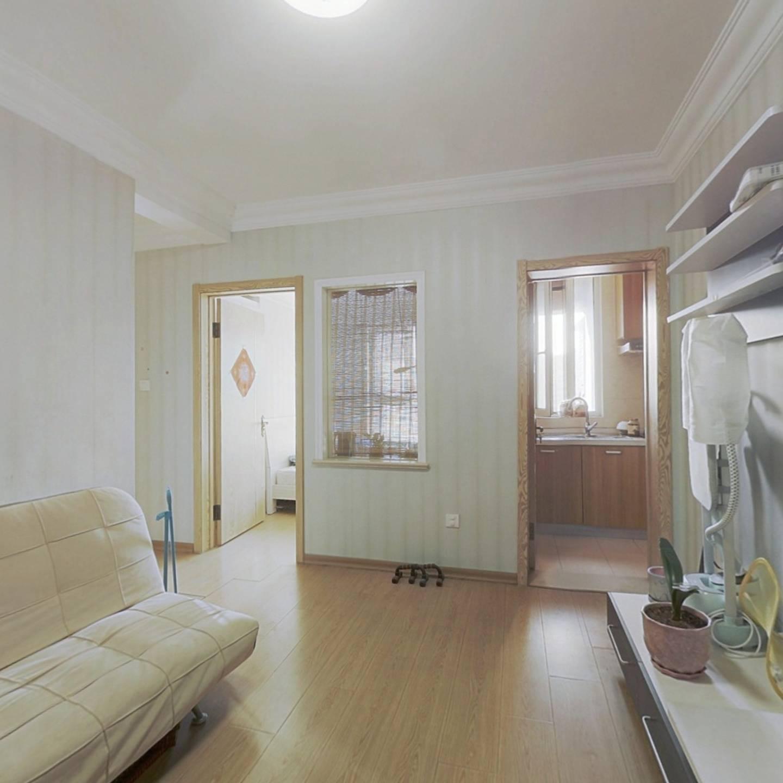 房主诚心卖房,精装小两室,看房提前联系