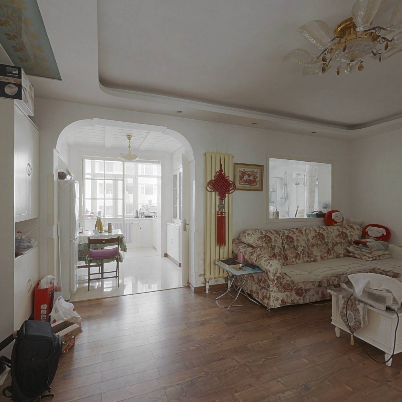 虎滩 中间楼层 两室南北向 装修保持好 房主诚心出售