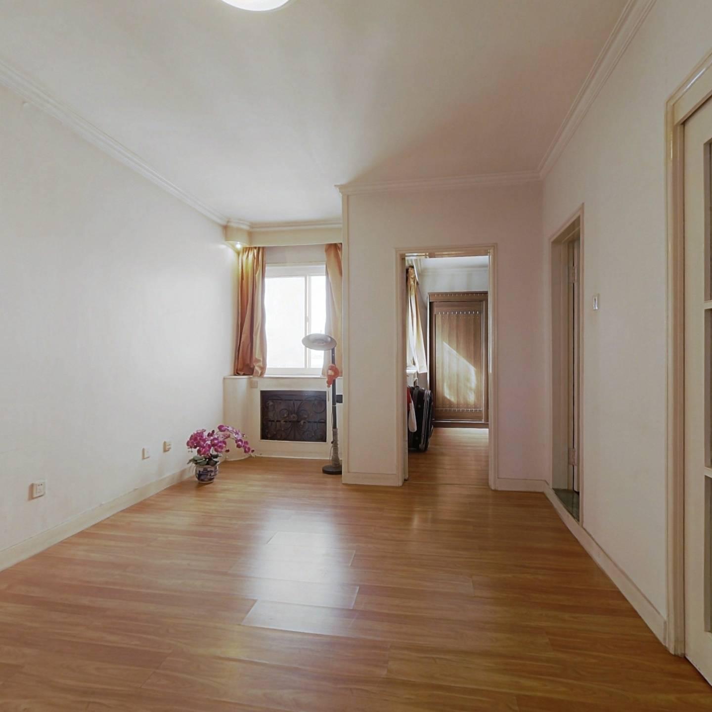 观景房,露台面积45平米已封,卫生间带窗户8.1平米!