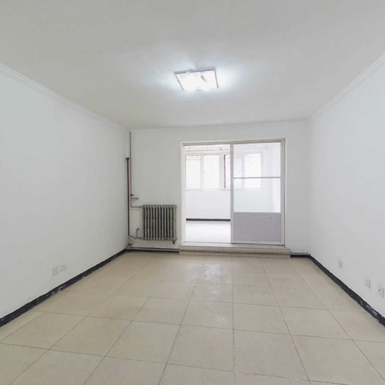 望京 花家地 板楼南北两居室 低楼层看房方便 价位不高