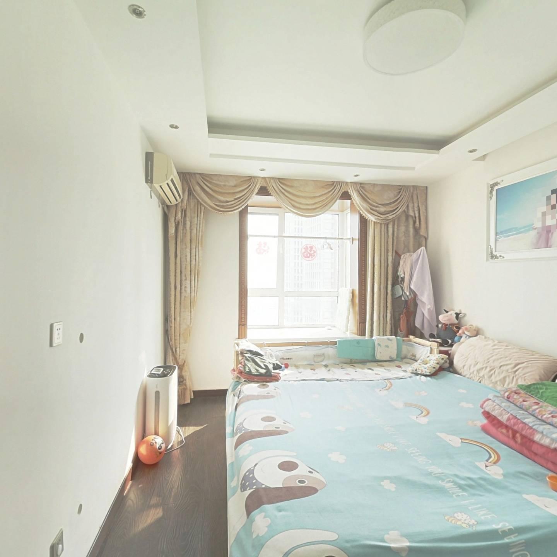 广福家园 自己改两室 户型方正 精装修 !!