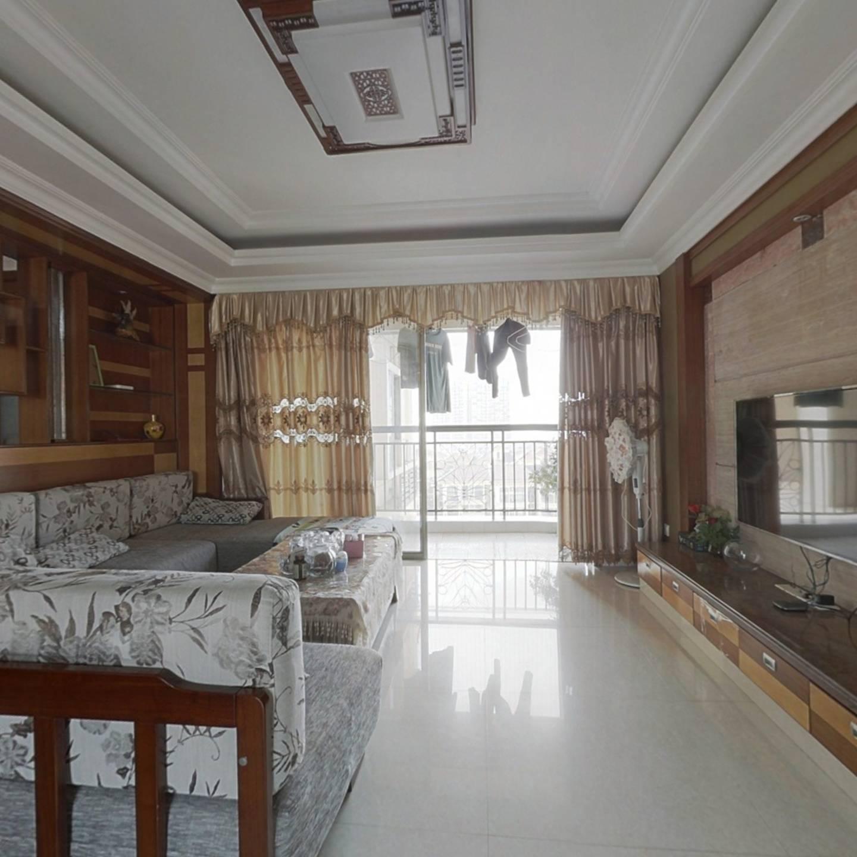 业主诚心出售,厅出双阳台,精装优质南北通透大3房