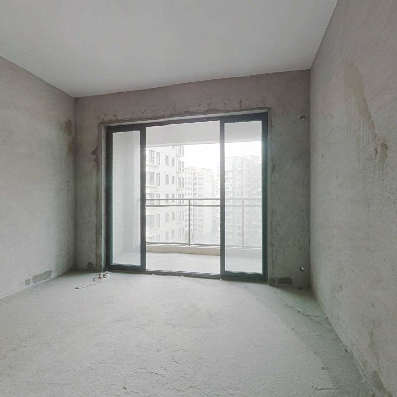 翠湖绿洲 三期 中间楼层 满两年 户型方正