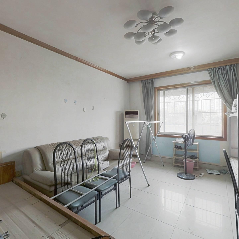 韶山南路 繁华地段 标准两房 带杂屋 简