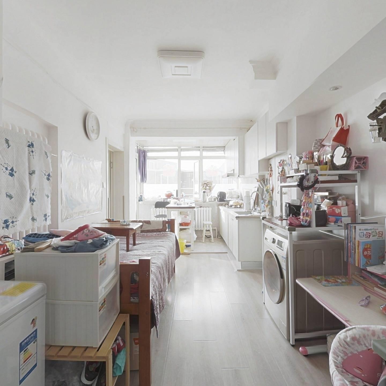 房主诚心卖,房子可拎包入住,房子有大平台和阳台