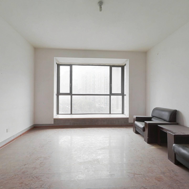 99华府为数不多的大三室  诚心出售  看房方便7楼