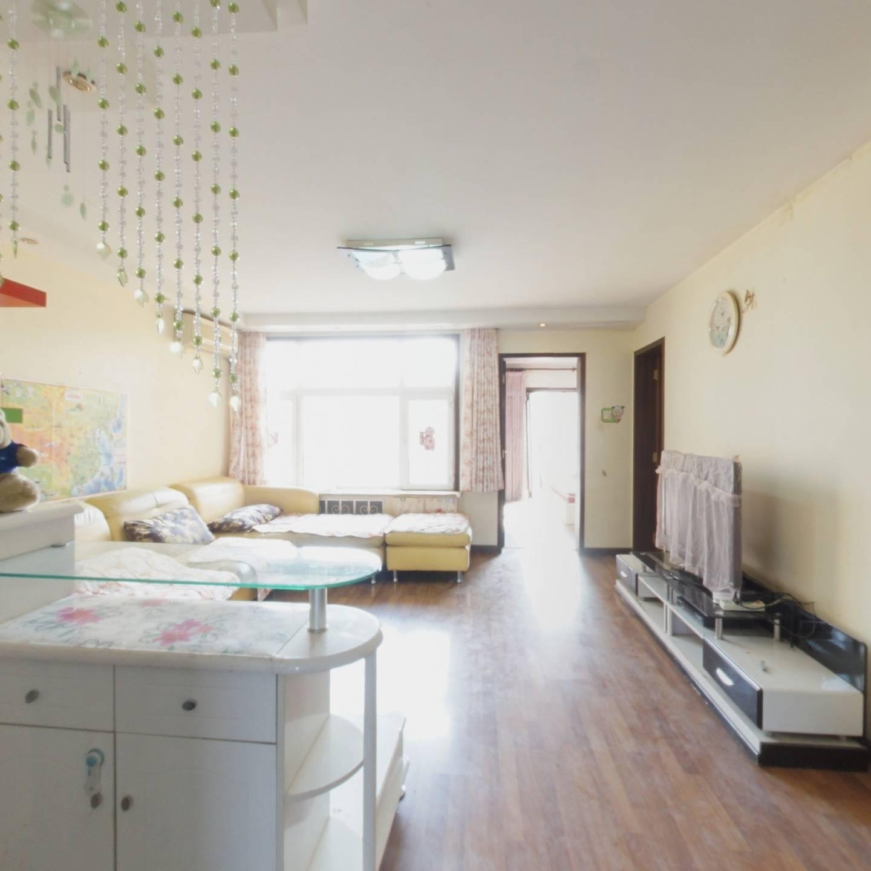 龙腾苑六区两居室,带独立餐厅,看房方便