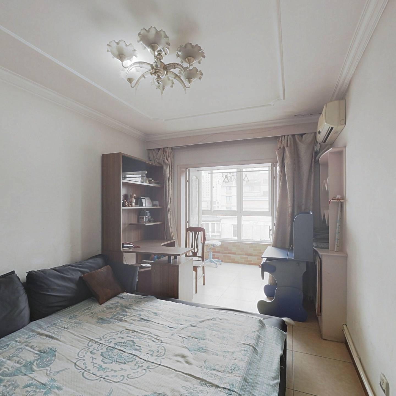 米兰金狮家园 急卖 急卖 模范社区 双阳卧室 有大露台