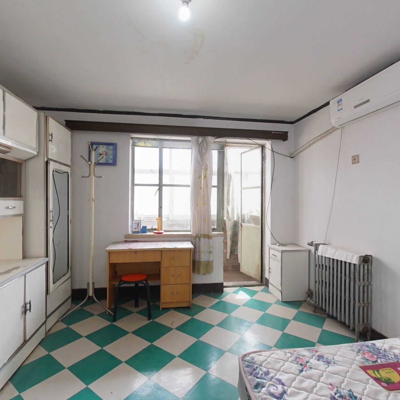 古城副食楼 正规一室一厅 中间层 满五年公房