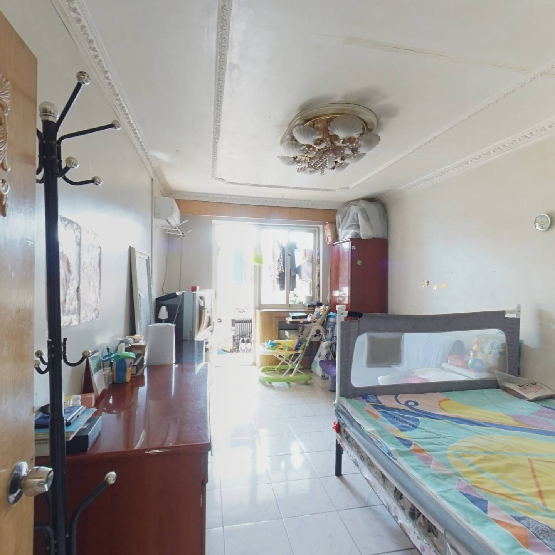 南北通透 板楼 中间楼层两居室