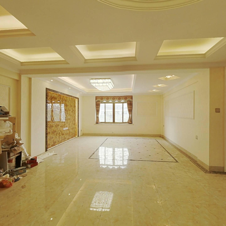 金尚小区旁,电梯房,2000框架 四房 产权满两年