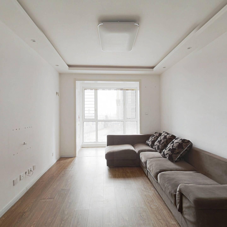 房子精装修,看房子方便,小区的位置好,