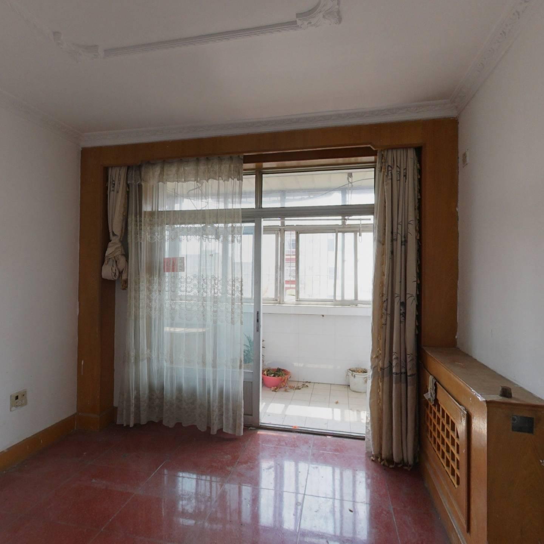 房本满5年,业主在京一套住房,3居室,诚心出售
