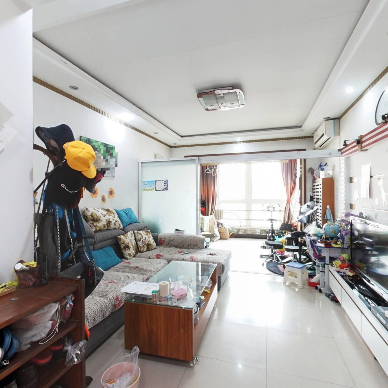 商品房满五年唯一,双通透户型,自住,小区中间位置