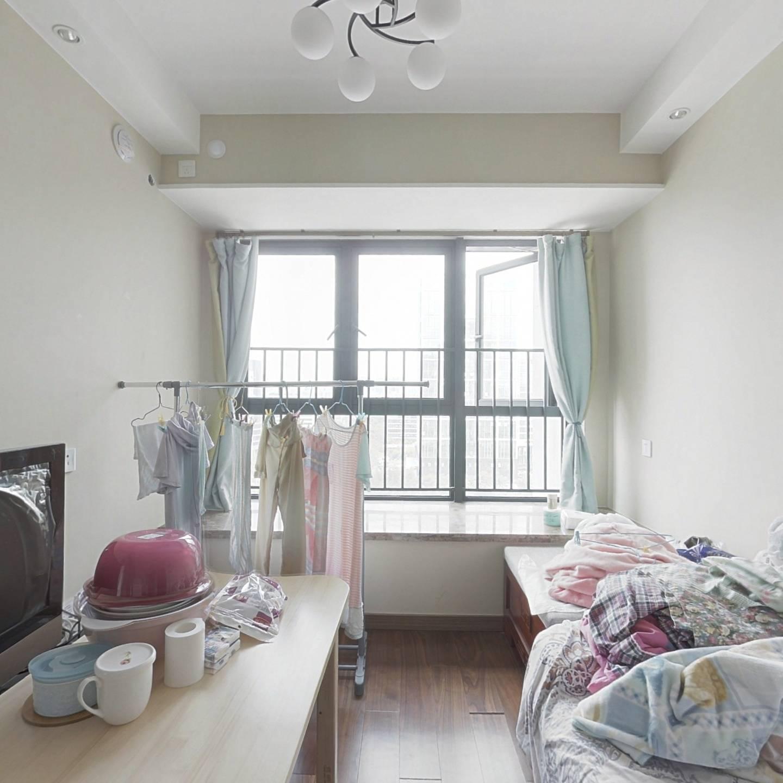 龙城广场地铁口标准1房厅出阳台