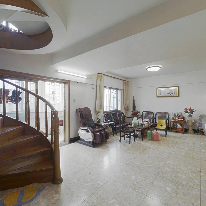 广顺花园 5室3厅 852万
