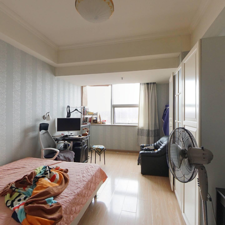 鸿霖大厦一室一厅40.05平电梯房43万