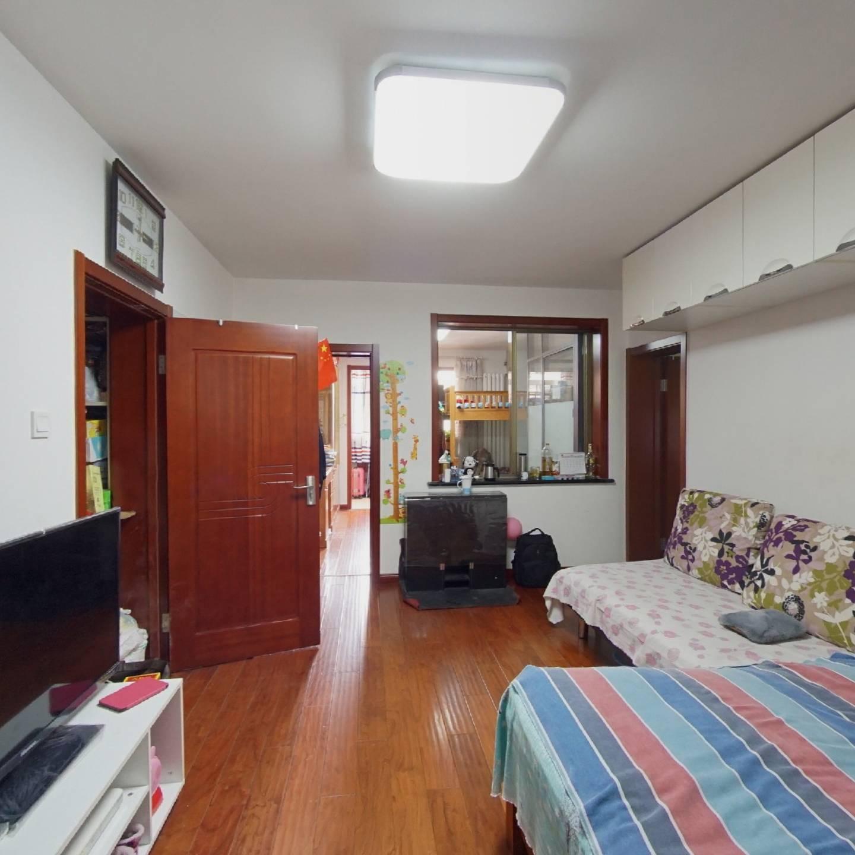 北露园标准一室一厅 精装修 中间层 拎包入住