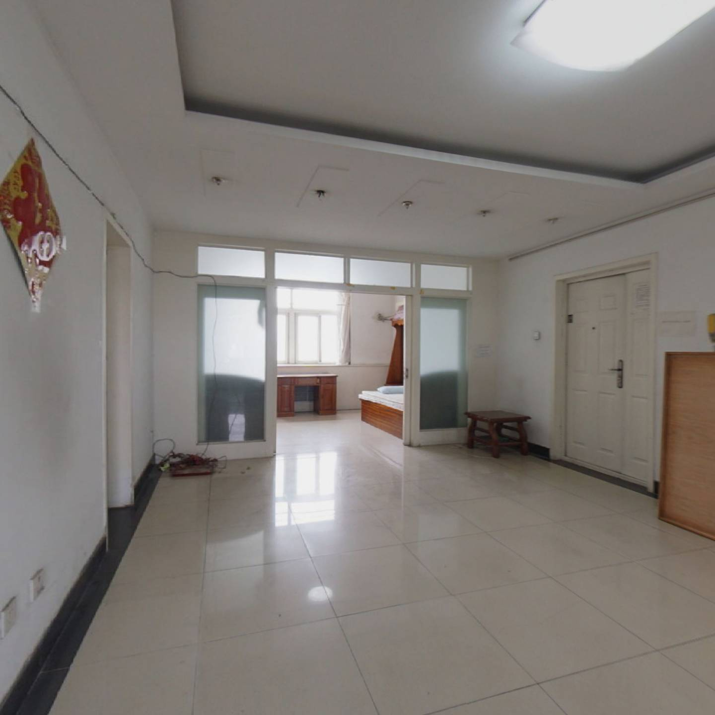 此房宽敞明亮,简单装修,业主随时签约。