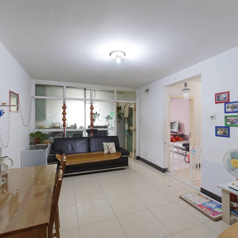 新康园三期正规两居室 户型方正 看房方便